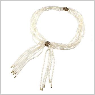 真珠がたくさん付いている製品