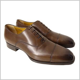 定番のデザインや色の靴