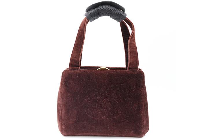 吹田店でシャネルのハンドバッグ(スエード)を買取いたしました!