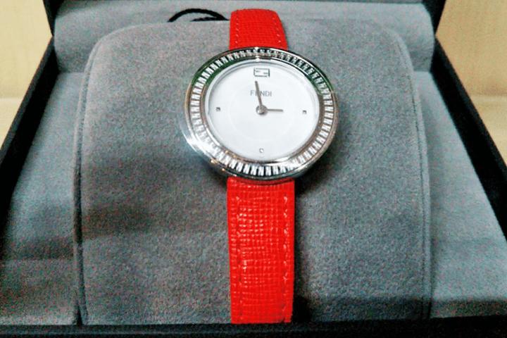 梅田・北新地店にて未使用品フェンディの腕時計を買取しました!