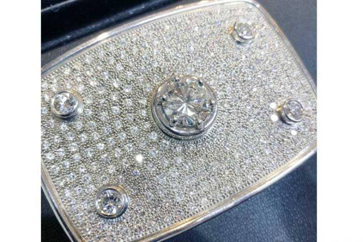 梅田店にてD5.823ctダイヤモンドバックルを超高額買取!