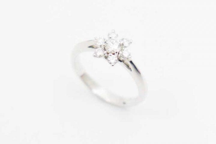 梅田北新地店にてダイヤモンドデザインリングPt900を高価買取!