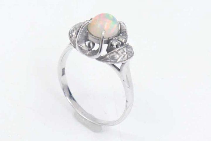 尼崎のお客様よりプラチナの指輪を高価買取しました|吹田江坂店