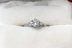 大阪出張買取|心斎橋のお客様宅にてダイヤモンドリングを高額査定