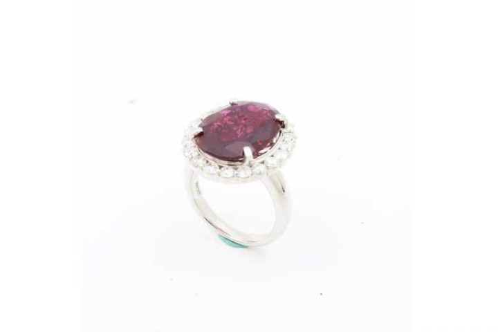 大粒のルビーとメレダイヤの指輪(リング)を高価買取|吹田江坂店