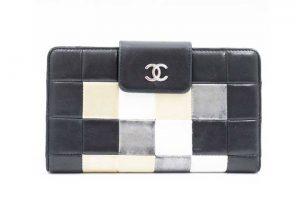 兵庫県伊丹市のお客様よりボロボロのシャネルチョコバー財布を高価買取