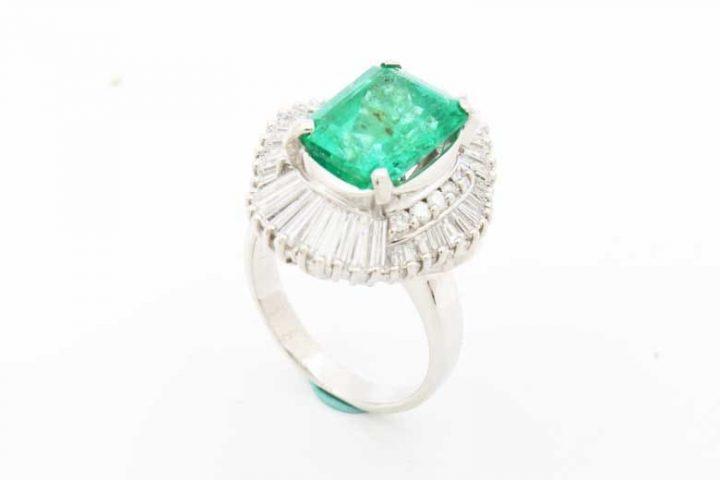 プラチナのエメラルドダイヤリングを高価買取 大阪市曽根崎のお客様