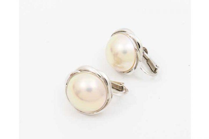 吹田市のお客様よりパールジュエリー・真珠イヤリングを高価買取