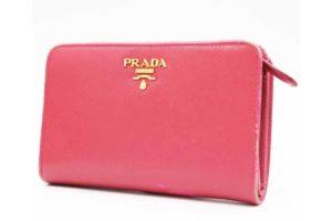 枚方市山之上北町のお客様よりプラダのサフィアーノ 二つ折り財布を高価買取!